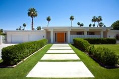 """""""The Martini"""" house, Twin Palms, Palm Springs, Spring Architecture, California Architecture, Amazing Architecture, Modern Architecture, Palm Springs Mid Century Modern, Modern Ranch, Ranch Style Homes, Modern Exterior, Mid Century House"""