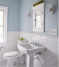 Super tradicionais nas paredes dos antigos metrôs americanos e europeus, o azulejo retangular na cor branca com rejunte bem aparente saiu dos subsolos para invadir a decoração. Em cores diferentes, eles aparecem decorando a parede de banheiros e cozinhas, tornando os ambientes mais práticos no dia a dia e extremamente bonitos.