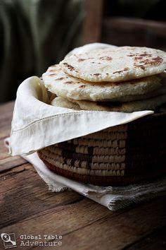SRI LANKA Coconut Roti - easy, coconut flat bread with only 3 ingredients! Make it by using buckwheat or besan flour Indian Food Recipes, Vegan Recipes, Cooking Recipes, Indian Foods, Easy Recipes, Croissants, Sri Lanka Essen, Table D Hote, Sri Lankan Recipes