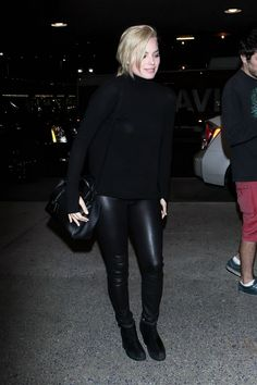 Margot Robbie at LAX (Los Angeles International) Airport; February 9, 2015. Margot Robbie Style, Actress Margot Robbie, Black Mass, Big Group, Celebs, Celebrities, Harley Quinn, Candid, How To Look Better
