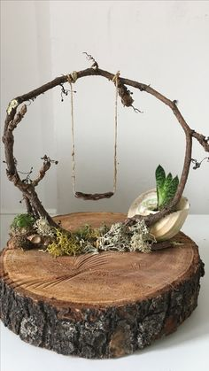 Ivy on wood. ivy on wood. decoration - Ivy on wood. disc decoration Ivy on wood. decoration Check more at garden. Garden Crafts, Garden Art, Fairy Crafts, Deco Nature, Fairy Furniture, Miniature Furniture, Furniture Plans, Fairy Garden Houses, Diy Fairy House