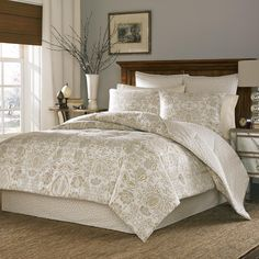 This designer duvet is carefully constructed of 100 percent cotton sateen for added comfort. The matching shams add the perfect touch.
