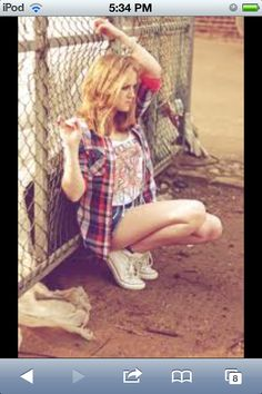 Urban punk rock look. Plaid Fashion, Indie Fashion, Grunge Fashion, Teen Fashion, Urban Fashion Photography, Fashion Photography Inspiration, Clothing Photography, Photography Pics, Soft Grunge
