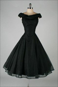 It's like an Ana ( frozen ) dress, but black ..... And I love it .