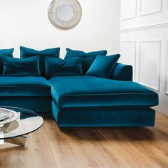 Home Remodel Fireplace Blue Couch Living Room, Living Room Turquoise, Living Room Sofa Design, Living Room Designs, Living Room Decor, Teal Couch, Teal Living Rooms, Luxury Home Furniture, Furniture Design