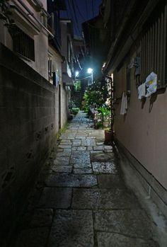 夜散歩のススメ「樋口一葉菊坂旧居跡前の路地」東京都文京区