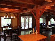 PL-18623: Voici un chalet unique grâce à son style rustique à ossature de bois. Le montagnard panoramique est une maison spacieuse et confortable, située à flanc de  ...