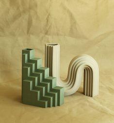 Printed Designs May Be the Future of Decor - Vase Ceramic Clay, Ceramic Vase, Ceramic Pottery, Machine 3d, Keramik Design, Clay Vase, Modern Ceramics, Porcelain Vase, Fine Porcelain