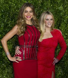 Pin for Later: Reese Witherspoon and Sofia Vergara Make One Red-Hot Pair on the Red Carpet