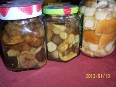 Pro tuto úpravu použijeme pouze houby tvrdé, měkčí raději spotřebujeme nebo dáme sušit. Houby očistíme, maličké necháme vcelku, větší nakrájíme...