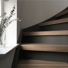 Gallery Wall Staircase, Modern Staircase, Staircase Design, Home Design, Küchen Design, Fall Home Decor, Autumn Home, Style At Home, Staircase Storage