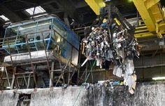 Afvalverbranding bij Afvalverwerking Rijnmond (AVR) in Rozenburg. Verbrandingsovens vergen hoge investeringen, maar de opbrengst is daarna vrijwel verzekerd.