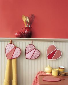 Heart Shaped Oven Mitt-make these up in different fabric colors and sell them at a bazaar or make them up for gifts.