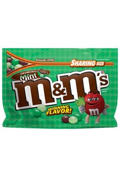 Crunchy Mint M&M's Are Hitting Shelves For a Limited Time, So Prepare to Stock Up! Mint Chocolate Candy, Chocolate Ice Cream, Chocolate Recipes, Peanut Candy, Reeses Peanut Butter, M M Candy, Best Candy, Candy Drinks, Christmas Deserts