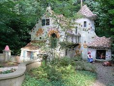 Many of you in childhood reading fairy tales has imagined how cool would be to live in a fairy tales house or palace. Watching the cartoons you see how fantastic and beautiful are fairy tales house… Fairytale Cottage, Storybook Cottage, Storybook Homes, Woodlands Cottage, Casa Dos Hobbits, Cottage Design, House Design, Cob Building, Hansel Y Gretel