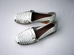 Vintage Leather Huaraches Shoes  / Leather Sandals / Woven Flats / White Sandals Flats
