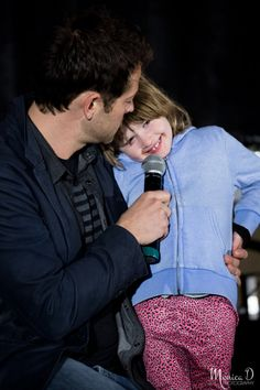 Misha Collins and his daughter, Maison : Supernatural Convention, Seattle, Washington, 8 April 2017 photo by https://monicad-photography.tumblr.com/