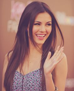 Victoria Justice her hair looks healthy and shiny love it! Victoria Justice Fotos, Vicky Justice, Tori Vega, Actrices Hollywood, Gorgeous Women, Pretty People, Divas, Hair Beauty, Up Dos