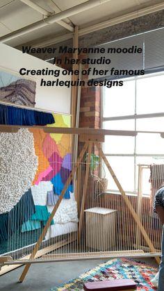 Loom Weaving Projects, Weaving Loom Diy, Macrame Projects, Weaving Art, Tapestry Weaving, Macrame Wall Hanging Patterns, Weaving Wall Hanging, Textile Fiber Art, Macrame Design