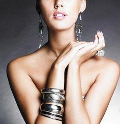 Le symbole du bijoux http://www.secretsdedivine.fr/blog/entre-vous-et-moi/le-symbole-du-bijoux.html