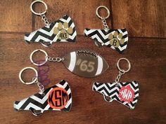 Personalized Football and Megaphone Keychains by llsocia on Etsy Keychain Ideas, Keychain Design, Diy Keychain, Leather Keychain, Monogram Keychain, Diy Resin Crafts, Vinyl Crafts, Vinyl Projects, New Project Ideas