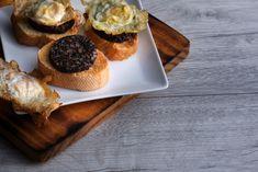 A morcela, também conhecido simplesmente como chouriço de sangue, é um dos mais particulares enchidos da rica gastronomia portuguesa. Fazer morcela envolve a utilização do sangue fresco do porco, o que lhe confere uma cor escura muito própria e uma textura e consistência particular. A morcela é assim um enchido feito a partir do sangue […] O conteúdo Como fazer morcela aparece primeiro em Alheira.net. Mini Cheesecake, Fresco, Muffin, Breakfast, Desserts, Pork Roulade, Onions, Dessert Food, Colour