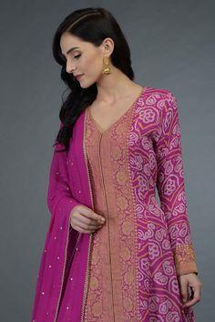 21 Kurti from old saree designs Simple Kurta Designs, New Kurti Designs, Churidar Designs, Sari Blouse Designs, Dress Neck Designs, Kurta Designs Women, Kurti Designs Party Wear, Designs For Dresses, Indian Gowns Dresses