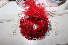 He encontrado este interesante anuncio de Etsy en https://www.etsy.com/es/listing/165518461/couture-red-headband-christmas-couture