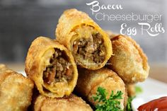Bacon Cheeseburger Egg Rolls Crispy Crunchy Egg Rolls filled with a delicious bacon cheeseburger filling! These make an awesome snack for the kids or appetizer for the grown ups! The mixture inside is truly delicious. Egg Roll Recipes, Beef Recipes, Great Recipes, Cooking Recipes, Favorite Recipes, Recipes With Egg Roll Wrappers, Copycat Recipes, Asian Recipes, Delicious Recipes