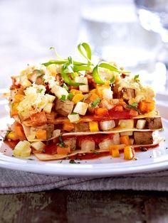 Pastaplatten geschichtet mit feinem Gemüseragout - so wird Lasagne zum Veggie-Weihnachtsessen.