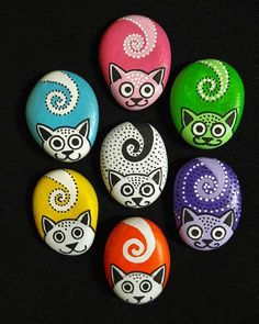 34 Wonderful Diy Painted Rocks Animals Cats For Summer Ideas. If you are looking for Diy Painted Rocks Animals Cats For Summer Ideas, You come to the right place. Here are the Diy Painted Rocks Anima. Rock Painting Patterns, Rock Painting Ideas Easy, Rock Painting Designs, Paint Designs, Pebble Painting, Pebble Art, Stone Painting, Diy Painting, Rock Art Painting
