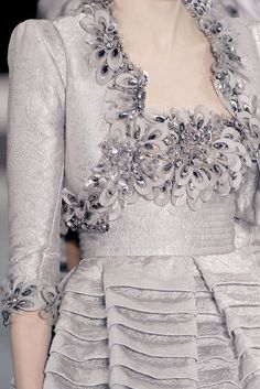 Elie Saab Haute Couture Spring 2009 Couture Details, Fashion Details, Fashion Design, Elie Saab Spring, Elie Saab Couture, Grey Fashion, High Fashion, Beautiful Gowns, Beautiful Outfits