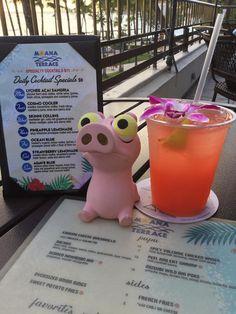 Izzy at Waikiki Beach Marriott Resort & Spa - Honolulu, HI - (17-Mar-2017) - It must be Five O'clock somewhere... Oh wait, it's five O'clock here in O'ahu 👅🍹🍺