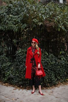 It has made its way to our closet for stylish wardrobe accessories. But what is the proper hat for spring outfit? Holiday Fashion, Autumn Winter Fashion, Holiday Style, Preppy Style, My Style, 40 And Fabulous, Atlantic Pacific, Modest Fashion, Lady In Red