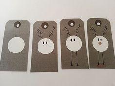 """Julerierne er i fuld gang hos mig,ideerne står i kø for at komme ud. Jeg synes disse til og fra kort er så super søde ogbørn kan sagtens lave dem også.  Jeg lagde """"fremgangsmåden"""" frem ogpigerne lave"""