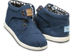 i LOVE these: Toms - Tiny Navy Canvas Botas Kids Shoes