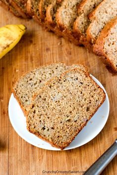 Whole Wheat Yogurt Banana Bread with Cinnamon - healthier version of your favorite quick bread! This banana bread is so good, it will be devoured quickly! Great way to use those overripe bananas! #bananas #bread #recipe