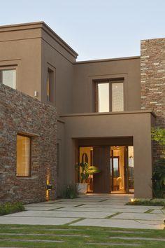 Marconi & Silva Arquitectos, Casa El Golf 2016 – color of life Modern Exterior House Designs, Exterior Paint Colors For House, Dream House Exterior, Modern Architecture House, Modern House Design, Exterior Design, House Outside Design, House Front Design, Facade House