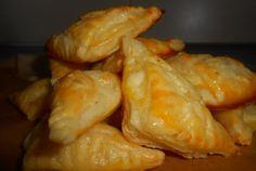 Retete Culinare - Mini pateuri cu cascaval si branza de oaie