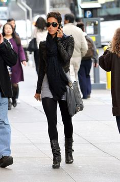 halle berry , casual chic and fab Casual Chic, Halle Berry Style, Hally Berry, Look Fashion, Womens Fashion, Winter Stil, Kingsman, Inspiration Mode, Swagg