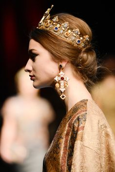 QUEENLY Wedding Inspiration https://wedding-pictures.onewed.com/match/images/127836/embellished-gold-crown-at-dolce-and-gabbana.full.jpg