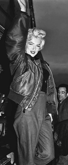 Marilyn visiting troops in Korea, February 1954.