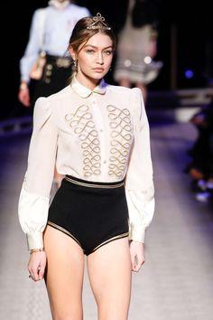 Gigi Hadid - Tommy Hilfiger Fall New York Fashion Week. Style Gigi Hadid, Gigi Hadid Outfits, Bella Gigi Hadid, Couture Fashion, Runway Fashion, Fashion Models, Girl Fashion, Fashion Outfits, Womens Fashion