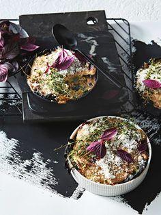 lasagne met paddenstoelen en miso | delicious.magazine Good Food, Yummy Food, Asian Recipes, Ethnic Recipes, Kimchi, Chutney, Japanese Food, Paella, Vegetarian Recipes