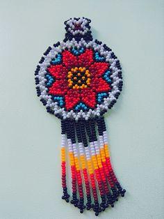 Кулон в уичольской технике Seed Bead Earrings, Beaded Earrings, Seed Beads, Old Sweater, Arts And Crafts, Diy Crafts, Beaded Jewelry Patterns, Zulu, African Women