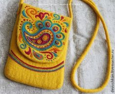 Why not make it multi-compartmentalized w/ multi colored flaps staggered in height, like is visually alluded to here? Handmade Handbags, Handmade Bags, Motifs Perler, Felt Pillow, Felt Purse, Felt Embroidery, Boho Bags, Wool Applique, Fabric Bags