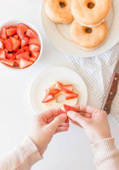 Strawberry Shortcake Donuts Easy Summer Desserts, Summer Dessert Recipes, Summer Treats, Breakfast Recipes, Easy Strawberry Shortcake, Shortcake Recipe, Homemade Desserts, Donut Recipes, Strawberry Recipes
