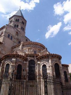 Notre-Dame-du-Port.  Clermont-Ferrand. Auvernia ( Francia) http://www.viajesenfamilia.it/