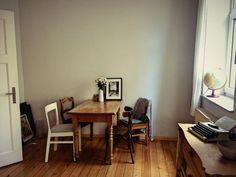 Helles Grosses Wohnzimmer In Schner Berliner Altbauwohnung Livingroom Dielen Couch