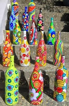 Getting inspired by use of old wine bottles done by others? Here we bring a meticulously planned round up of the most creative wine bottle painting ideas. These DIY wine bottle painting designs is sure to add bling to your home decor. Old Wine Bottles, Wine Bottle Art, Painted Wine Bottles, Wine Bottle Crafts, Bottle Vase, Wine Art, Diy Bottle, Bottle Lamps, Bottle Candles